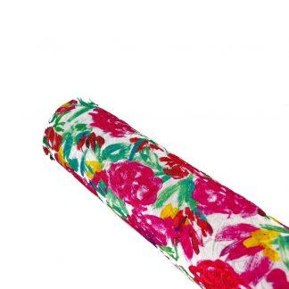 Tela brocada elástica estampada con flores fucsia