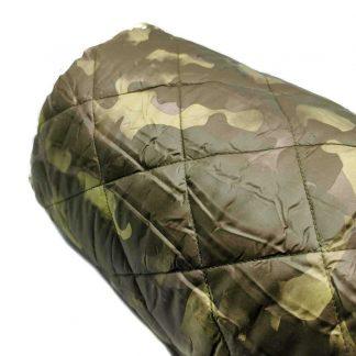 Tela acolchada con estampado de camuflaje verde militar