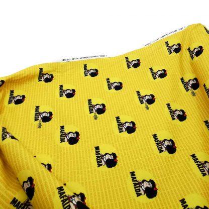 Tela de popelín de algodón orgánico GOTS con estampado de Mafalda en color amarillo