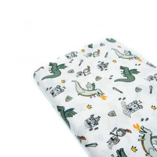 Tela popelín 100% algodón con estampado de dragones, caballeros y castillos sobre fondo color blanco diseñado by Poppy Europe