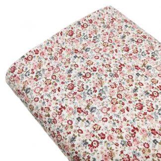 Tela viyela estampada con flores liberty en colores granate y rosa empolvado sobre fondo color blanco