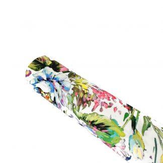 Tela crepé elástico con estampado de ramilletes de flores sobre fondo color blanco