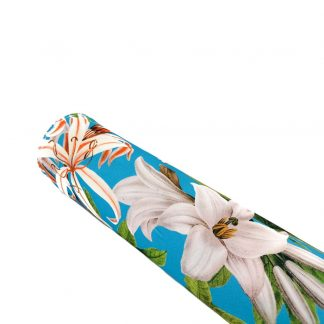 Tela crepé azul turquesa con estampado de flores grandes