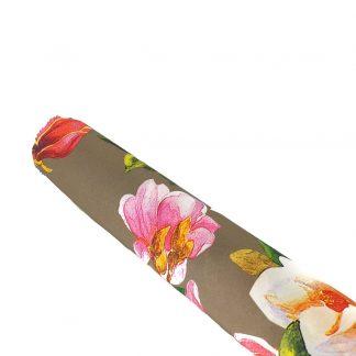 Tela de seda elástica con estampado de flores de colores sobre fondo color topo