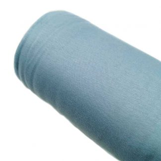 Tela de punto sudadera con pelito interior en color azul empolvado