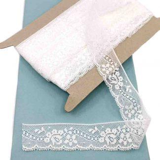 Puntilla Valencienne 100% algodón en color blanco de ancho 28 milímetros