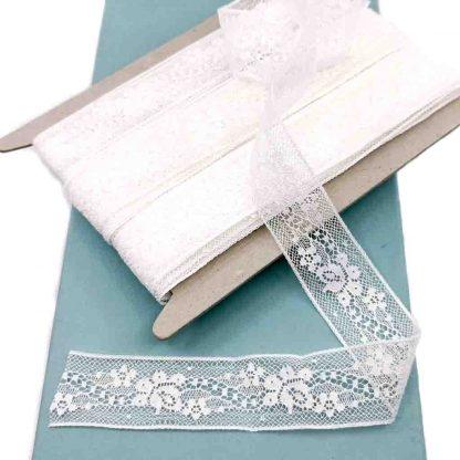Entredós Valencienne 100% algodón en color blanco de ancho 25 milímetros