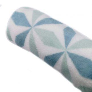 Tela de coralina estampada con formas geométricas en tonos verdes pasteles