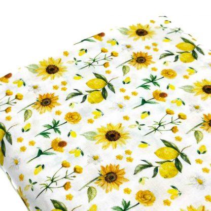 Tela de popelín de algodón orgánico certificado GOTS con estampado de girasoles y limones amarillos