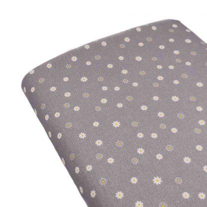 Tela de popelín de algodón orgánico estampado con florecitas sobre fondo gris perla