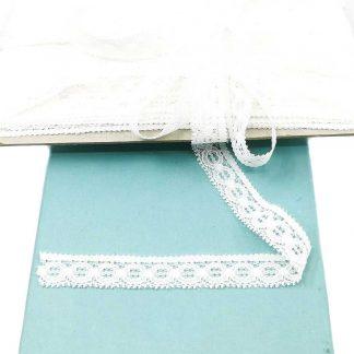 Puntilla de nylon blanca con encaje de círculos y anchura 17 milímetros