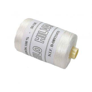 Bobina de hilo de hilvanar 100% algodón de 50 gramos en color crudo