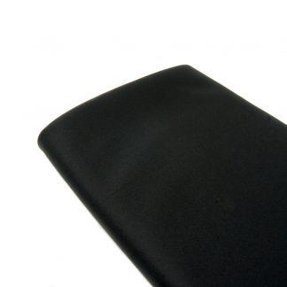 Tela de neopreno en color negro con tratamiento hidrófugo y antibacteriano
