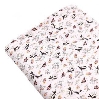 Tela viyela de algodón orgánico GOTS con estampado digital de flores y pájaros en tonos rosa sobre fondo color blanco