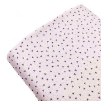 Tela viyela de algodón orgánico GOTS con estampado digital de flores en tonos malva sobre fondo color rosa