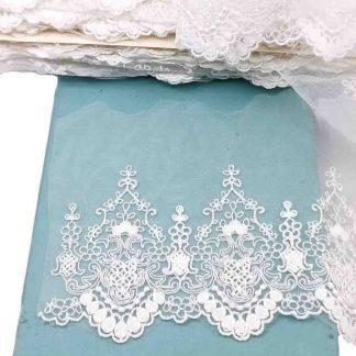 Puntilla de tul bordado blanco de 10 centímetros de ancho con bordado de flores y terminación en puntas