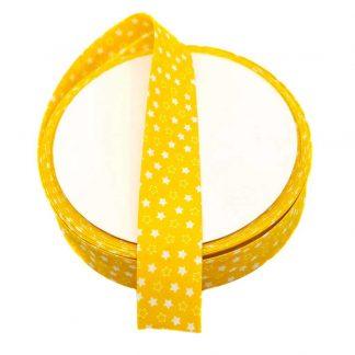 Cinta al biés de batista con estampado de estrellas blancas sobre fondo amarillo