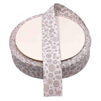 Cinta al biés de piqué con estampado de flores en color gris de 30 milímetros de ancho