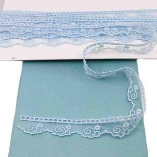Puntilla de tul bordado azul celeste de 20 milímetros de ancho con bordado de flores con tallo