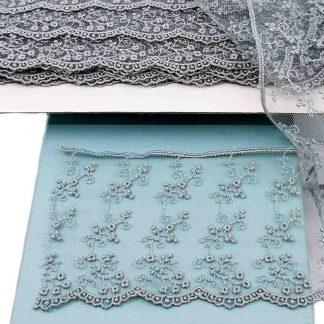 Puntilla de tul bordado gris azulado de 80 milímetros de ancho con bordado de ramilletes de flores