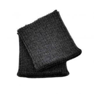 Puños de punto en color gris oscuro